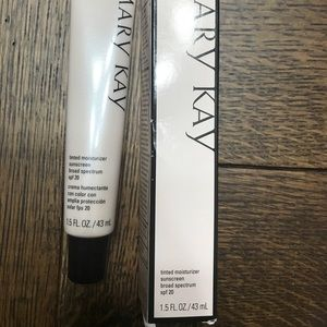Mary Kay Tinted Moisturizer in Ivory 1